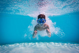Boy dive in swimming pool - 141565943