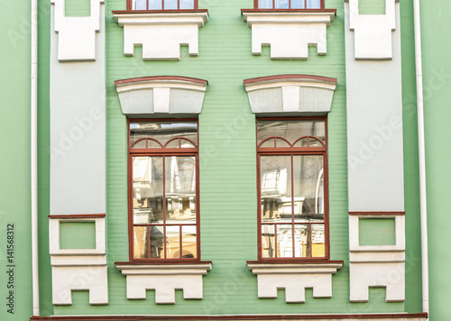 Foto op Plexiglas Op straat Vintage building and windows with brick wall background