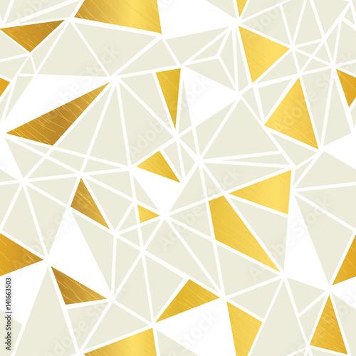 wektor-krem-i-zlota-folia-geometryczne-mozaiki-trojkaty-powtorzyc-bezszwowe-tlo-wzor-moze-byc-uzywany-do-tkanin-tapet-artykulow-papierniczych-opakowan