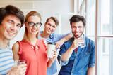 Studenten machen eine Kaffeepause
