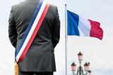 maire mairie france drapeau bleu blanc rouge paris président diriger administration voter élire élection voter vote politique capitale ville lampadère reverbère lumière