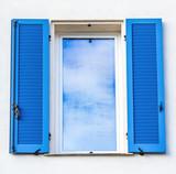 fenêtre et volets persienne - 141872303
