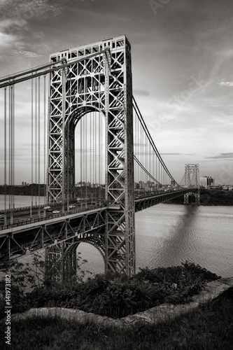 Fototapeta kuchenna George Washington Bridge and Hudson River at dusk in Black & White. Fort Lee, New Jersey and Upper Manhattan, New York City.
