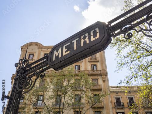 Letrero o cartel de estación de metro en Barcelona,Cataluña,España Poster
