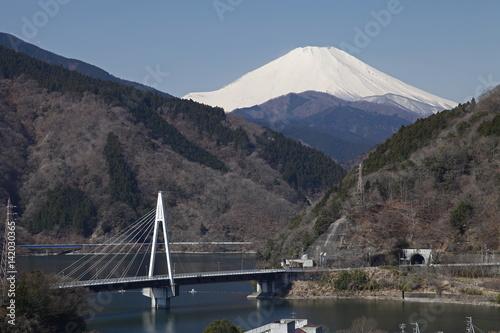 丹沢湖と富士山(三保ダム:山北町)