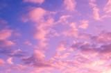 幻想的に染まる雲