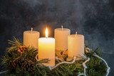 Adventkranz zu Weihnachten - 142103746