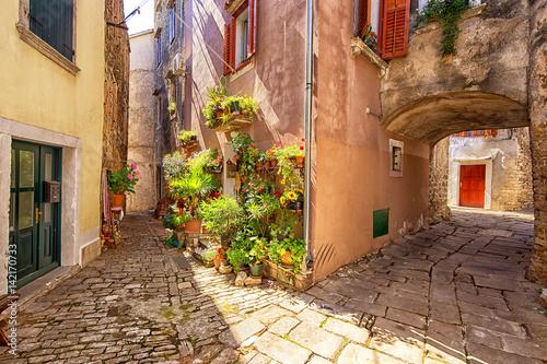 Fototapeta street scene in Buje, Croatia.