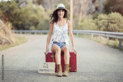 Poster chica joven en la carretera