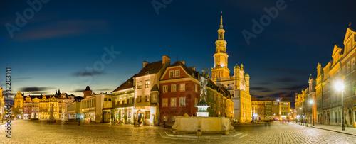 Główny plac starego miasta w Poznaniu, Polska, Noc panorama starego miasta