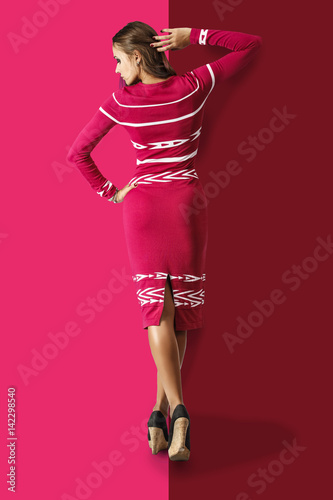 Poster Beautiful fashion model in stylish dress on a bright background