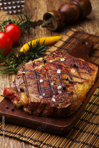 Papiers peints Steakhouse Grilled beef steak with spices.