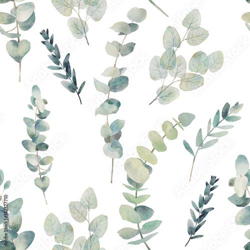 aquarell-eukalyptus-verzweigt-sich-nahtloses-muster-handgemalte-blumenbeschaffenheit-mit-betriebsgegenstanden-auf-weis