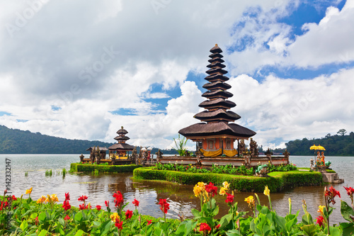 Foto op Plexiglas Indonesië Temple Pura Ulun Danu Beratan. Traditional Balinese temple on lake. Place of festivals, famous travel attraction, day tour destination in Bali island, Indonesia. Indonesian people culture background.