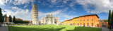PISA - 10 października 2016: Turyści na Placu Cudów. Piza przyciąga co roku 3 miliony osób