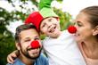 Familie mit Kind im Karneval