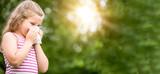Panorama von Kind mit Heuschnupfen oder Allergie