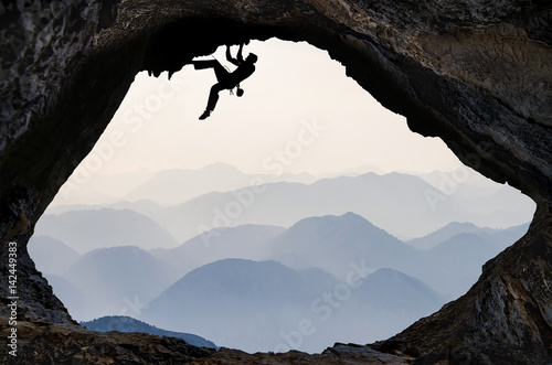 sıradağlar bölgesi ve mağara tırmanışı Poster