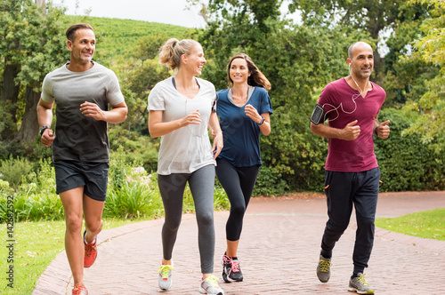 Foto Spatwand Hardlopen Group of mature people jogging