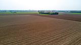 Natura e paesaggio: vista aerea di un campo, coltivazione, prato verde, campagna, agricoltura, alberi