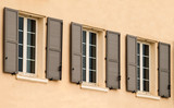 façade et fenêtres avec volets à persienne en aluminium - 142774961