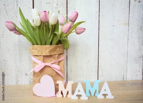 Muttertagsgrüße - Blumenstrauß mit Herz - Mama
