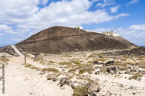Deurstickers Canarische Eilanden Hiking path on the Canary Islands Fuerteventura Los Lobos to the lighthouse Faro de Martiño.