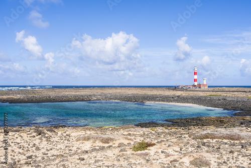 Deurstickers Canarische Eilanden Lighthouse Faro del Tostón at the north cape of Fuerteventura Canary Islands near the village El Cotillo.
