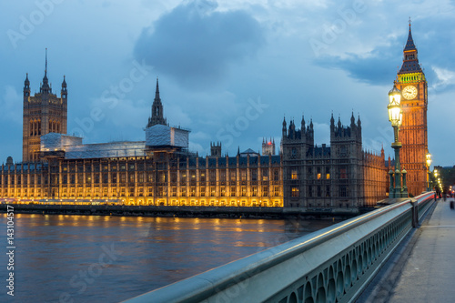 Foto op Canvas Praag LONDON, ENGLAND - JUNE 16 2016: Night photo of Houses of Parliament with Big Ben from Westminster bridge, London, England, Great Britain
