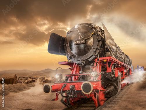 lokomotywa-parowa-jedzie-przez-pustynie