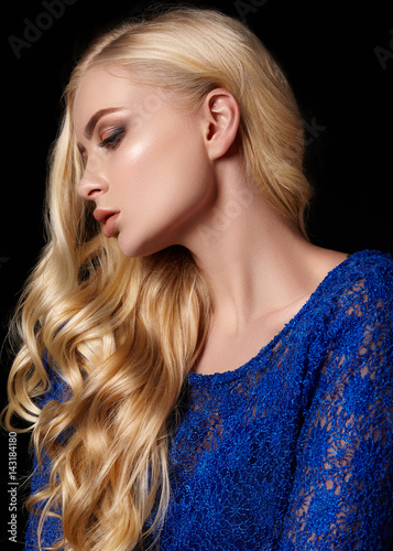 Plakat Portrait of girl in evening dress with wavy hair