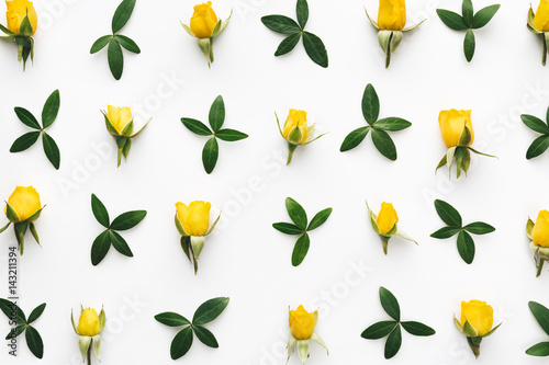 Yellow Roses Pattern - 143211394
