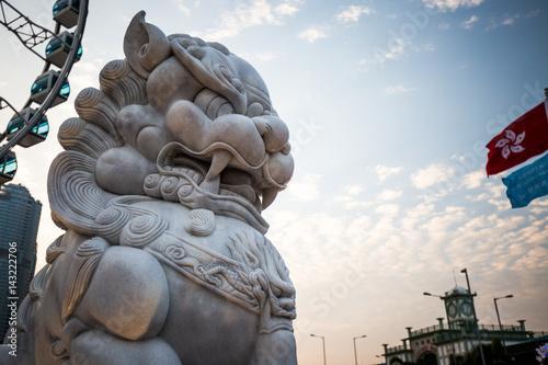 Löwen Statue am Riesenrad in Hongkong
