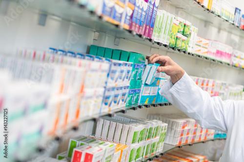 Foto op Plexiglas Apotheek Medikamente in einer Apotheke