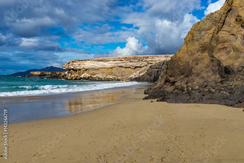 Foto op Aluminium Canarische Eilanden Spain, Canary Islands, Fuerteventura, La Pared. Beach with volcanic clifs