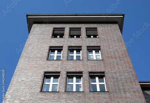 Verwaltungsgebäude der 20er Jahre плакат