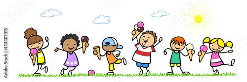 Cartoon Kinder essen Eis im Sommer - 143407315