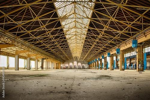 Aluminium Oude verlaten gebouwen industriel, friches,vintage,usine,entrepôt,structures métalliques,docks,abandonné,vide,vitres,