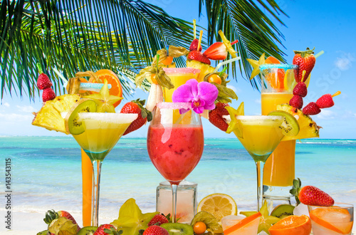 Foto op Canvas Caraïben Cocktails, sun, palm trees, sea, relaxation: cocktail party at a beautiful dream beach :)