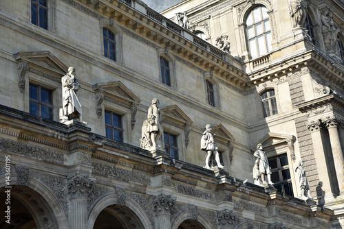 Statues cour Napoléon à Paris, France Poster