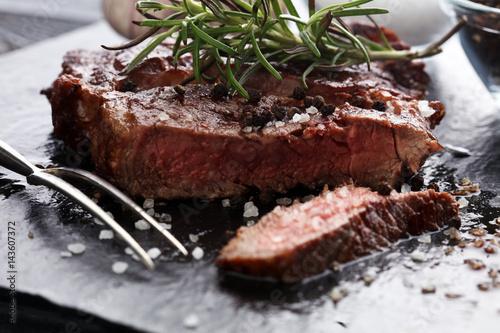 Papiers peints Steakhouse Barbecue Rib Eye Steak on Slate Slab - Dry Aged Wagyu Entrecote Steak