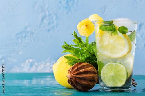 limonada-casera-con-menta-y-limon