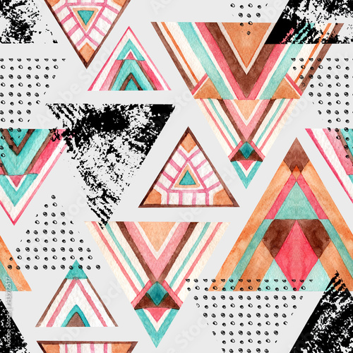 Abstract watercolor triangle seamless pattern. - 143912517