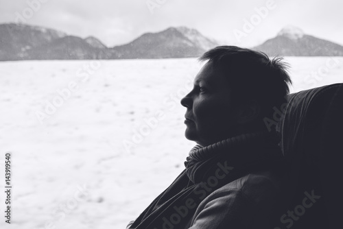 Poster Female tourist on the bus riding through winter landscape