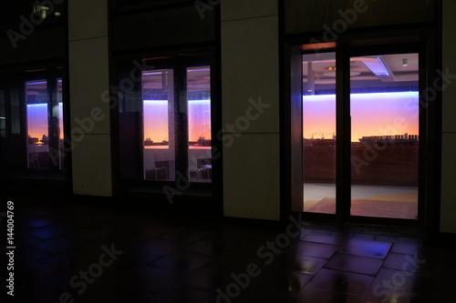 夕景 夕方 窓の風景 建物