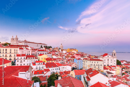Papiers peints Lilas View of Alfama, the oldest district of the Old Town, with Monastery of Sao Vicente de Fora, Church of Saint Stephen and National Pantheon at scenic sunset, Lisbon, Portugal