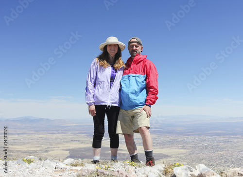 Poster A Smiling Couple on a Mountain Peak