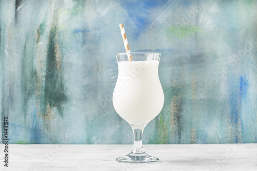 Foto op Plexiglas Milkshake Milkshake with ice cream and natural vanilla, selective focus