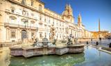 Piazza Navona rano, Rzym, Włochy. Rzymska architektura i punkt orientacyjny. Rzym Piazza Navona jest jedną z głównych atrakcji Rzymu i Włoch
