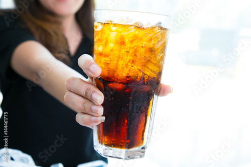 Poster Woman hand giving glass of cola